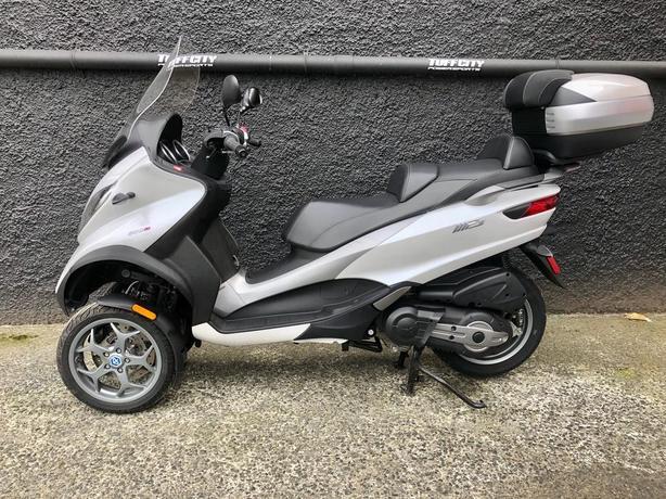 2016 Piaggio MP3 500cc Scooter, top model