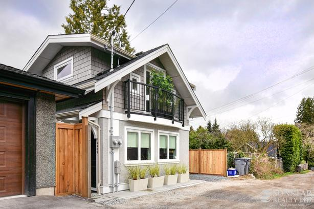 Point Grey 1 Bed 1.5 Bath 2 Level Laneway House w/ Fireplace + Patio