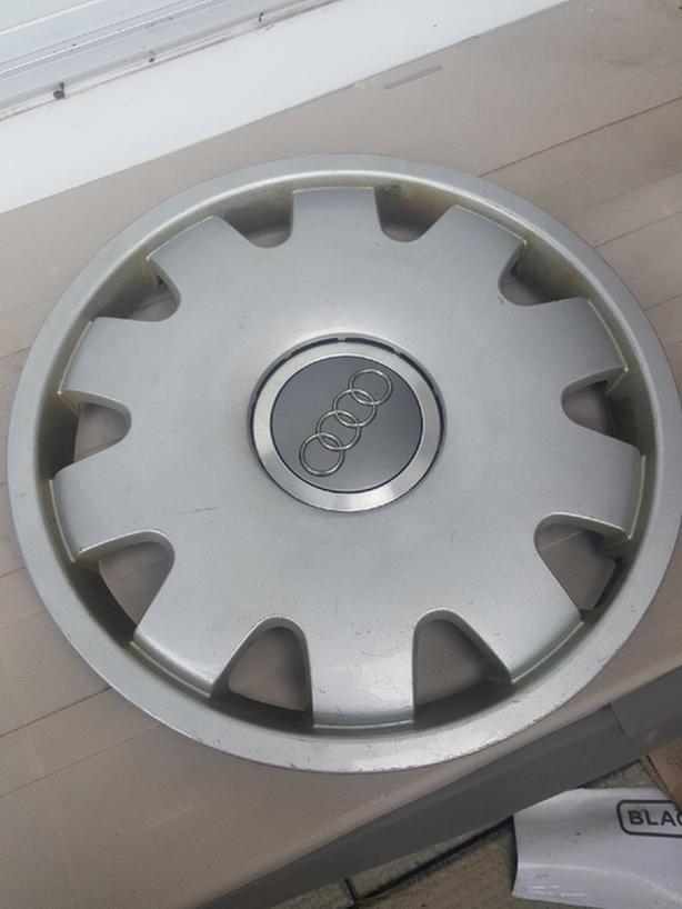 Audi hub caps