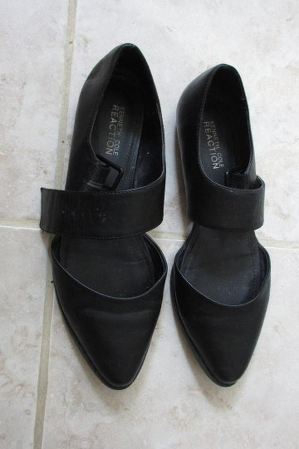 Black Kenneth Cole Reaction ladies shoes 9.5M