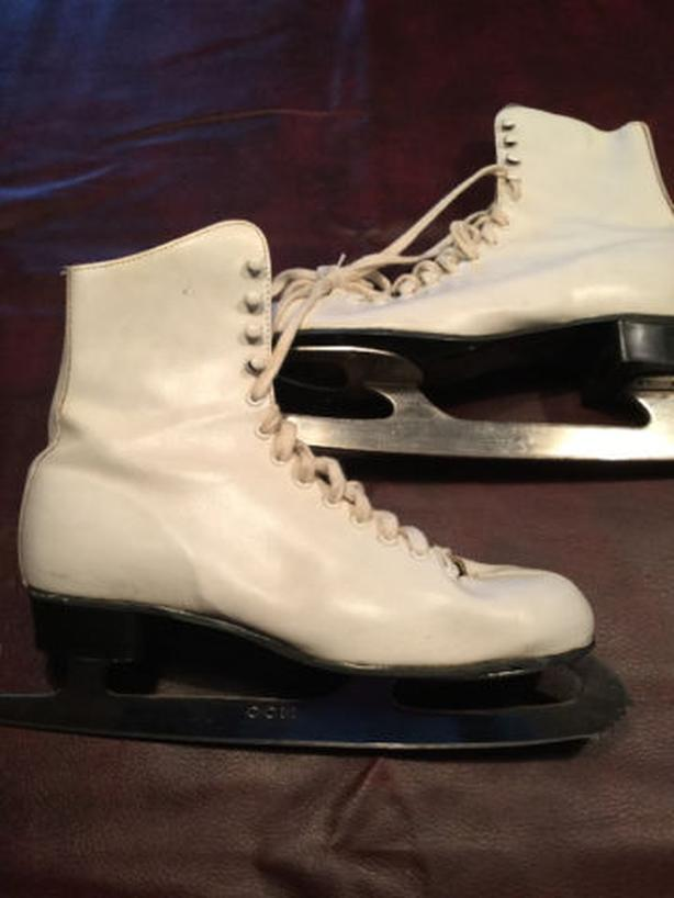 Ladies 6 & 5 Figure Skates