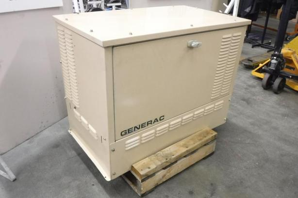 2000 Generac Standby 8KW Dual Panel Natural Gas Generator with Transfer Switch
