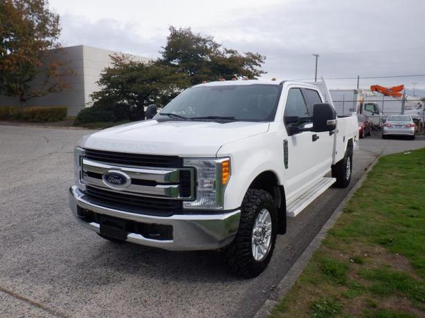 2017 Ford F-350 SD XLT Crew Cab 4WD with Tommy Gate