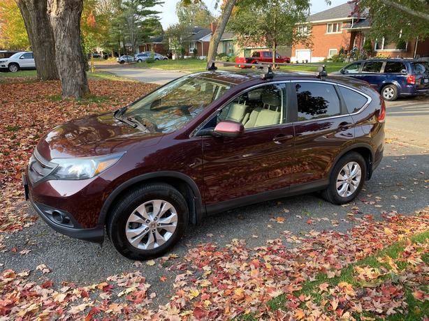 2013 Honda CRV EX AWD (w/roof rack, tow hitch, winter tires)