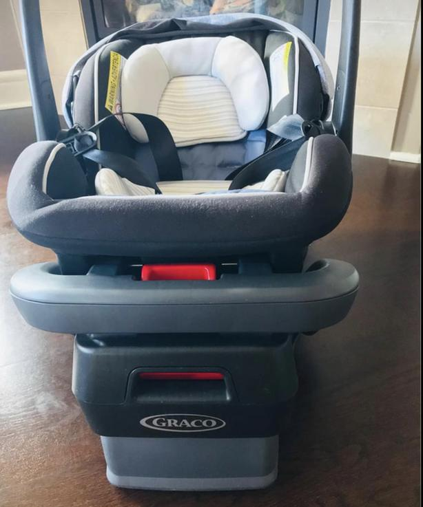 Graco Infant car seat rear facing -march 2019