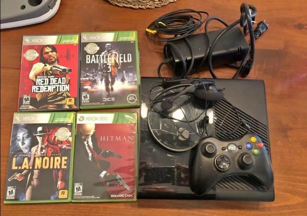 Xbox 360 Slim 250gb 4 games + Headset