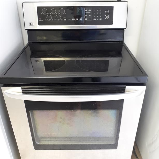 LG stainless steel flat top stove,self clean and convection oven,
