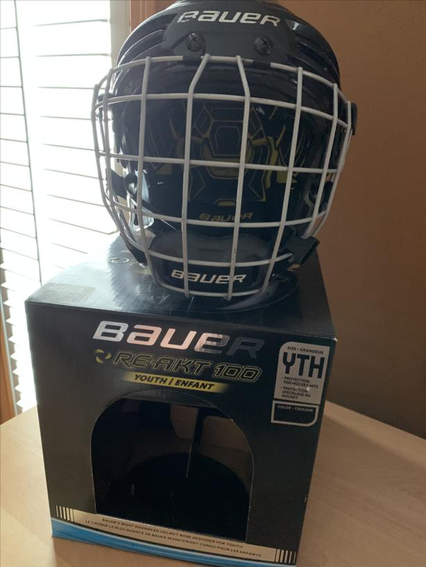 Bauer RE-AKT 100 youth helmet with cage