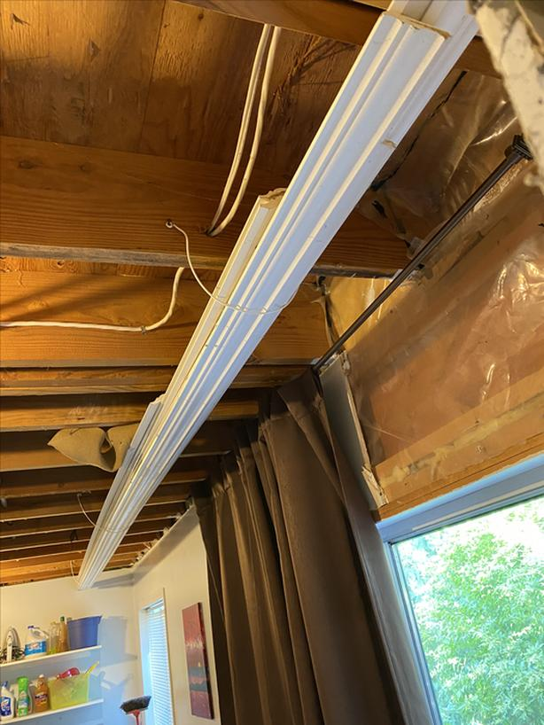 Approx 140' of Crown Molding (18' lengths)