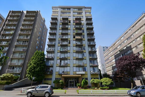 NEWLY RENOVATED 4th floor one bed; views of Coal Harbour/North Shore