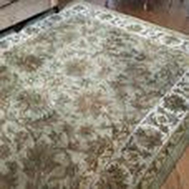 Traditional wool area rug 8' x 10'