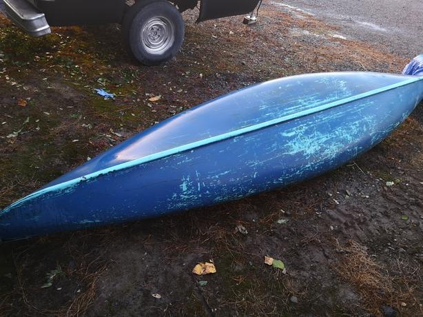 13 ft canoe + one paddle