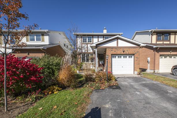 Exceptional 3 bedroom detached home in Katimavik Kanata!