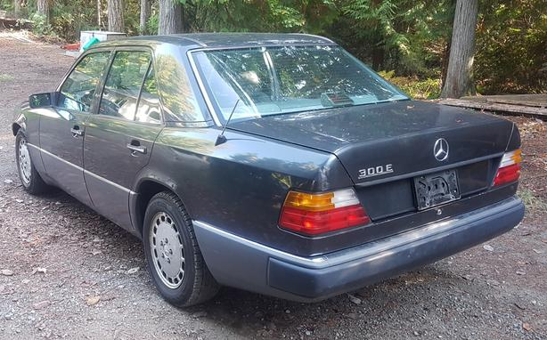 Parting out 1990 Mercedes Benz 300E W124