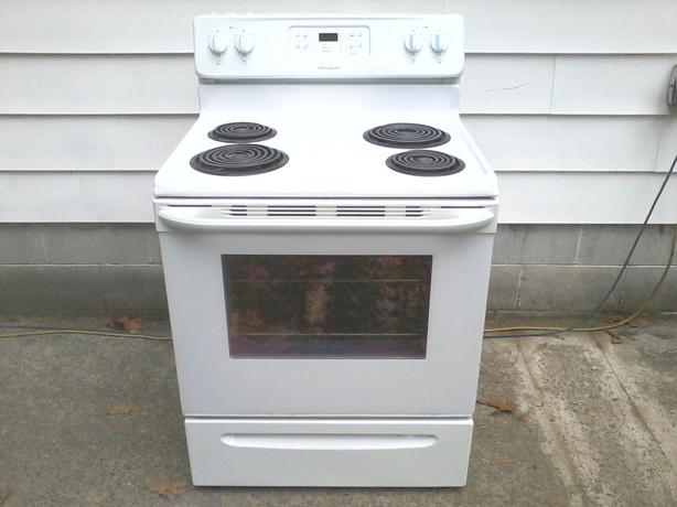 Beautiful Frigidaire Stove : free drop-off in Nanaimo