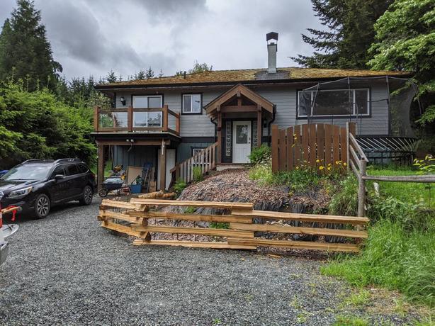 5bd/2ba House + Garage on orchard
