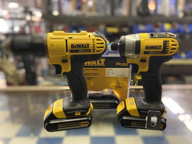 Dewalt cordless drill combo 20v 3x batteries.