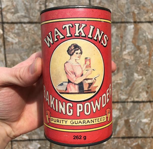 VINTAGE 1993 WATKINS BAKING POWDER (262 G) 125th ANNIVERSARY TIN