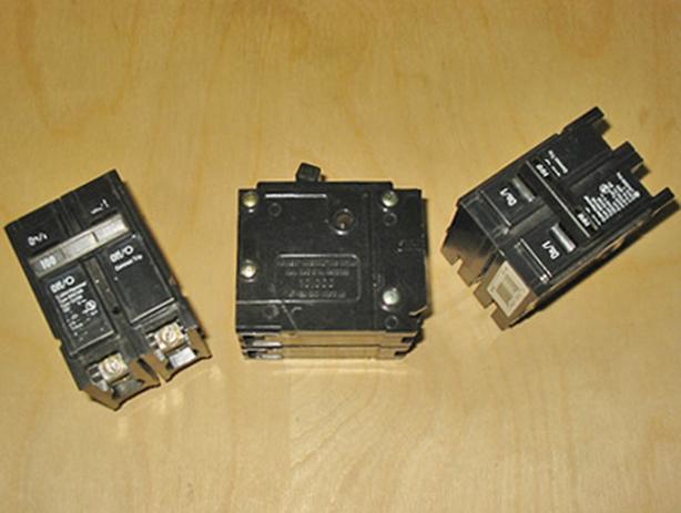 CUTLER-HAMMER 100 Amp, 2 Pole, 240 Vac Circuit Breaker (BR2100) ~ Mint!