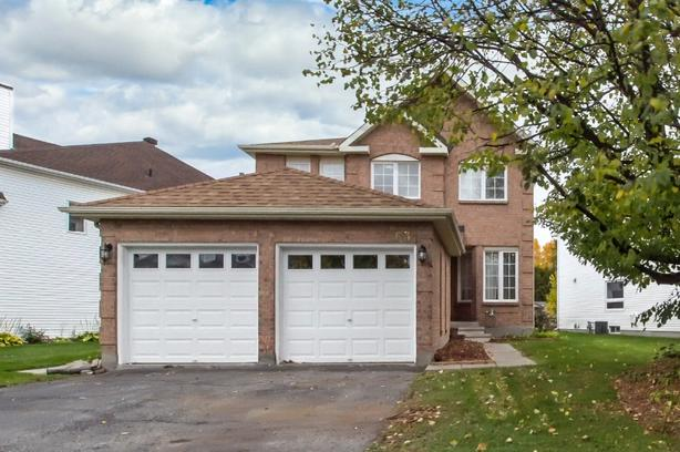 WOW! GORGEOUS 4BED/4BATH UPDATED DETACHED HOME IN KANATA!