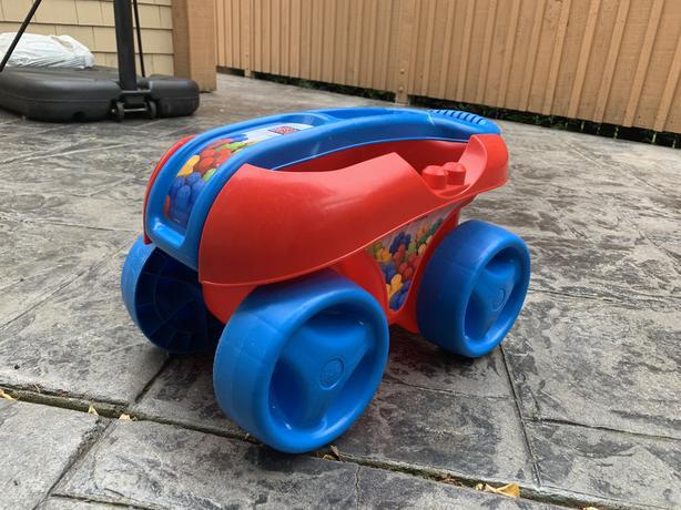 Mega Bloks Pull N' Play Wagon
