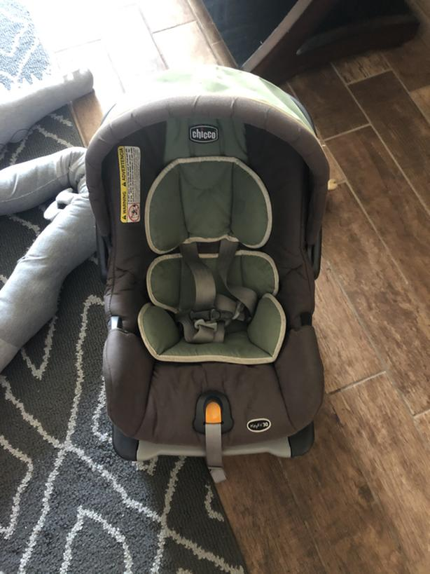 Chicco carseat and bottom piece