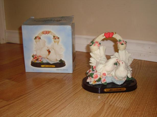 Like New Louis Diome Doves Figure Statue Decoration - $15