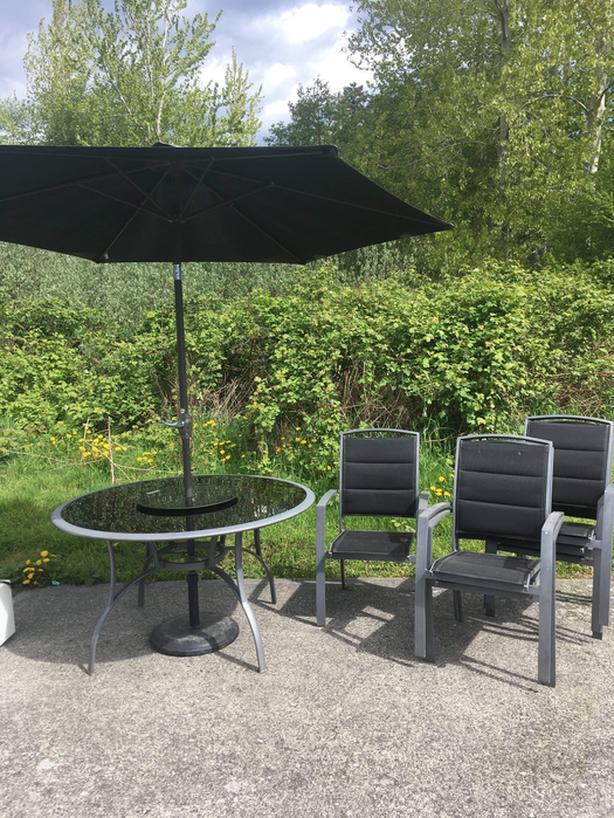 Patio set - table, umbrella, 6 chairs