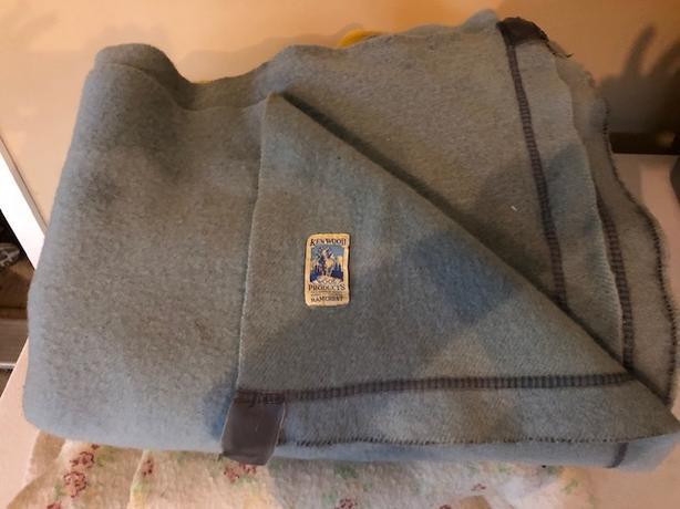 Vintage  kenwood wool blankets and Pepperelle bed spread