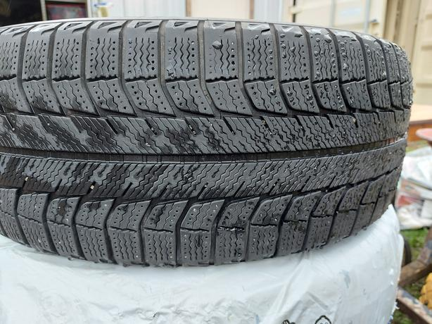 215/55R17 Michelin X-Ice Winter Tires (4)