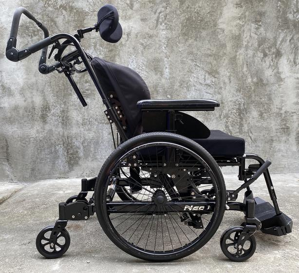 Wheelchair - 6-Wheel Manual Tilt-In-Space Positioning Base Physiopro