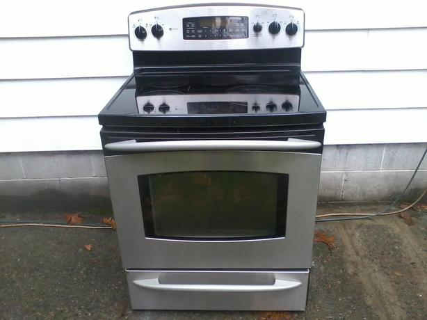 Stainless Stove with Convection Oven (free drop-off)