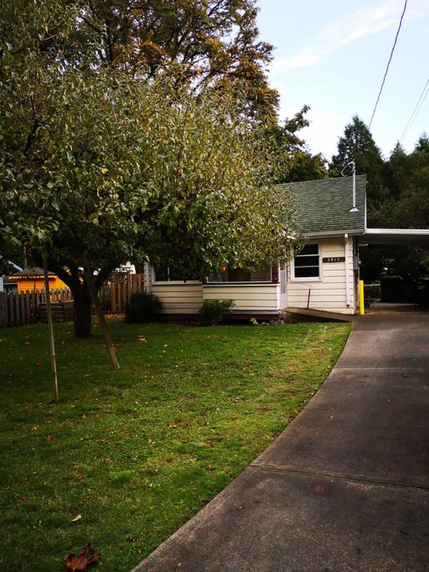 Little cottage with BIG CHARM near Goldstream Park