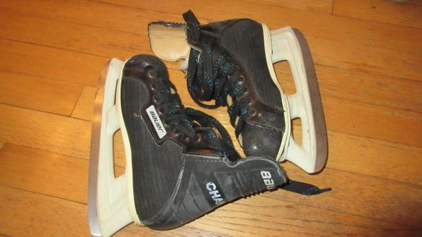 Child hockey skates size 3.5 size 4