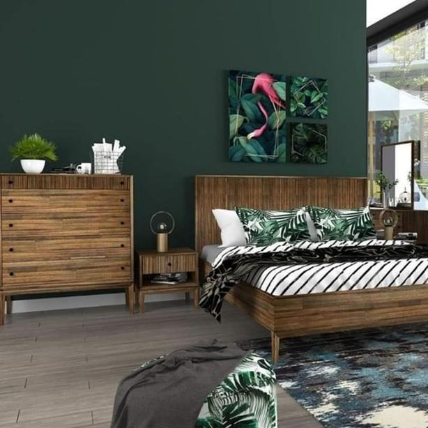 """The """"West"""" collection paired with this elegant emerald"""