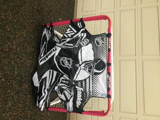 Hockey net (like new!!)