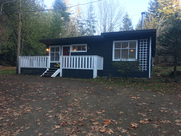 Sooke - 2 bed Cottage in the Woods