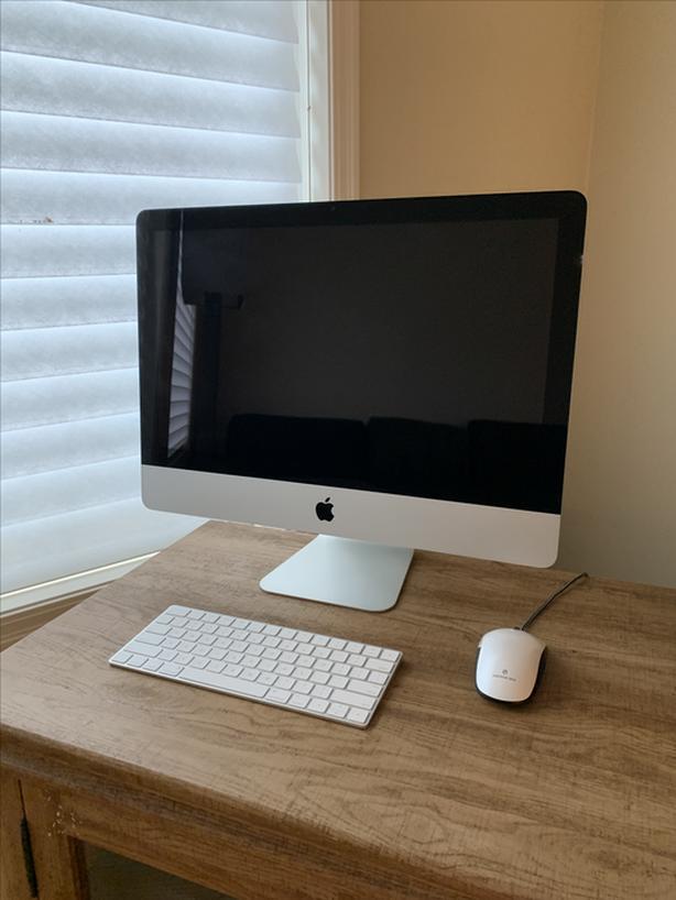 """21.5"""" iMac - 1TB HD - Late 2009 - $500 OBO"""