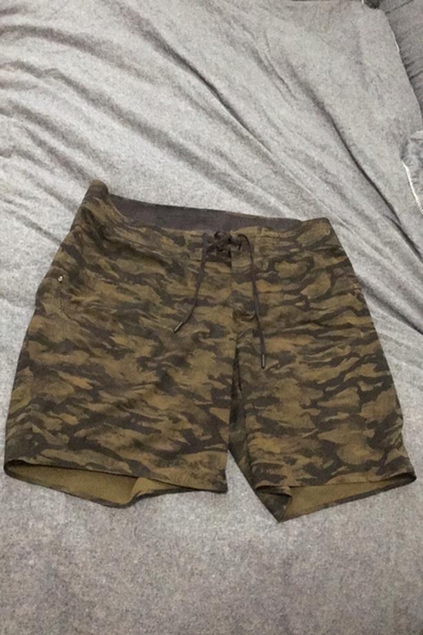 Lululemon shorts size 34