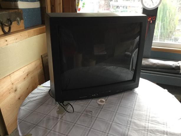 """28"""" TV Durabrand"""
