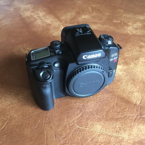 Canon EOS Elan 7e 35mm Camera