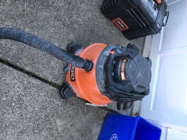 Rigid blower vacuum