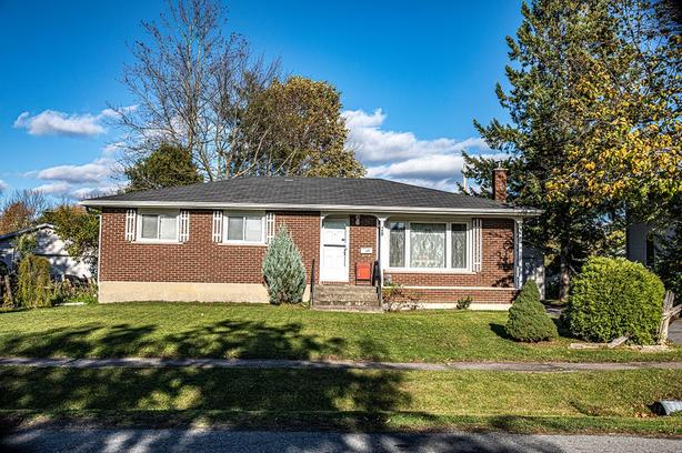 3+1 Bdrm 1+1 Bth Bungalow on Large Lot only 1 Hour from Ottawa