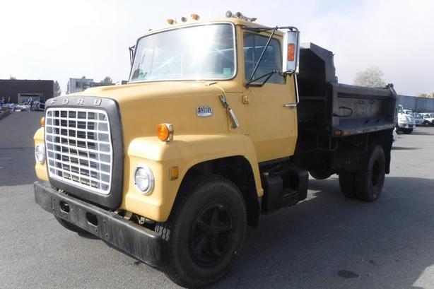 1974 Ford LN900 Dump Truck 222-inch Wheelbase V8 Air Brakes