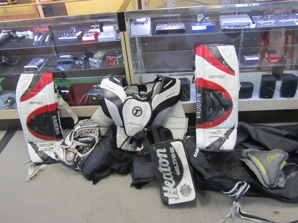 #i-14084 Goalie equipment w/ skates