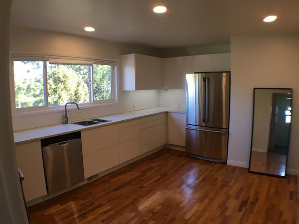 Oak Bay Village area. Top floor, 2 bed, 2 bath, new kitchen, laundry