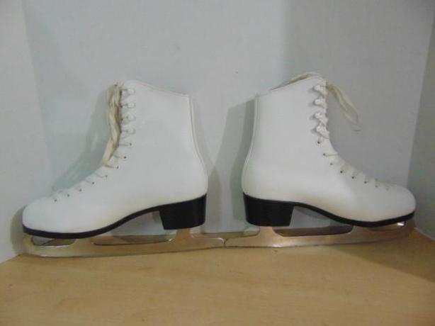 Ladies white skates size 10