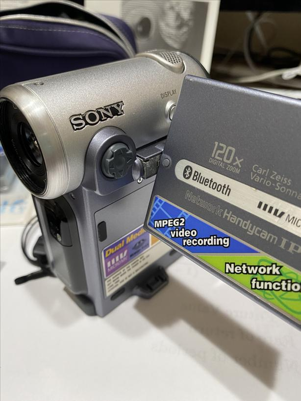 Sony DCR-IP7BT Micro MV Camcorder with BLUETOOTH (PAL)