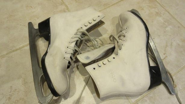 Child figure skates: 8, 7, 6, 5