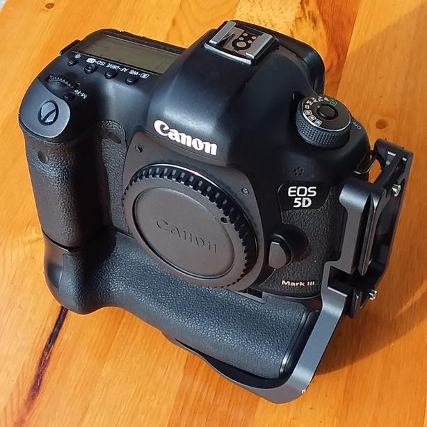 Canon 5D Mk iii DSLR Body Only (with extras)